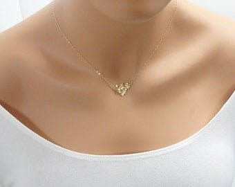 Gold Flower Necklace - Dainty gold necklace - Tiny gold flower - Bridesmaid Gifts - Bridal jewelry