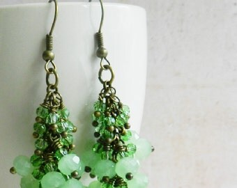 Green cluster earrings - vintage style jewelry - dangles - for her - bronze - crystal - Europe