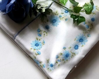 Vintage Bed Linen. Full size flat Sheet. Rustic Blue Daisies. Garden Cottage shabby collection