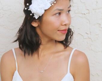 Bridal accessory, white flower hair clip, vintage hair clip, wedding hair accessories, crystal pearl clip, white flower hair accessories