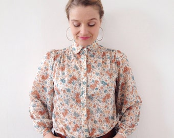 vintage blouse very romantico,bobo with a look like liberty print ;)
