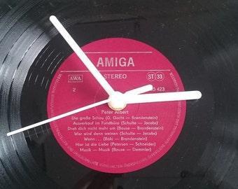 Uhr aus Schallplatte Amiga rot  LP Vinyl Deko Wall Clock Time