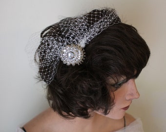 Art Deco-Inspired Off-White Blusher Veil with Oval Ornamental Comb