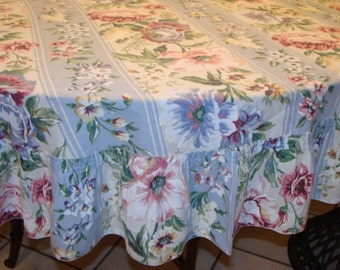 Vintage Shabby Chic Tablecloth/Cabbage Roses