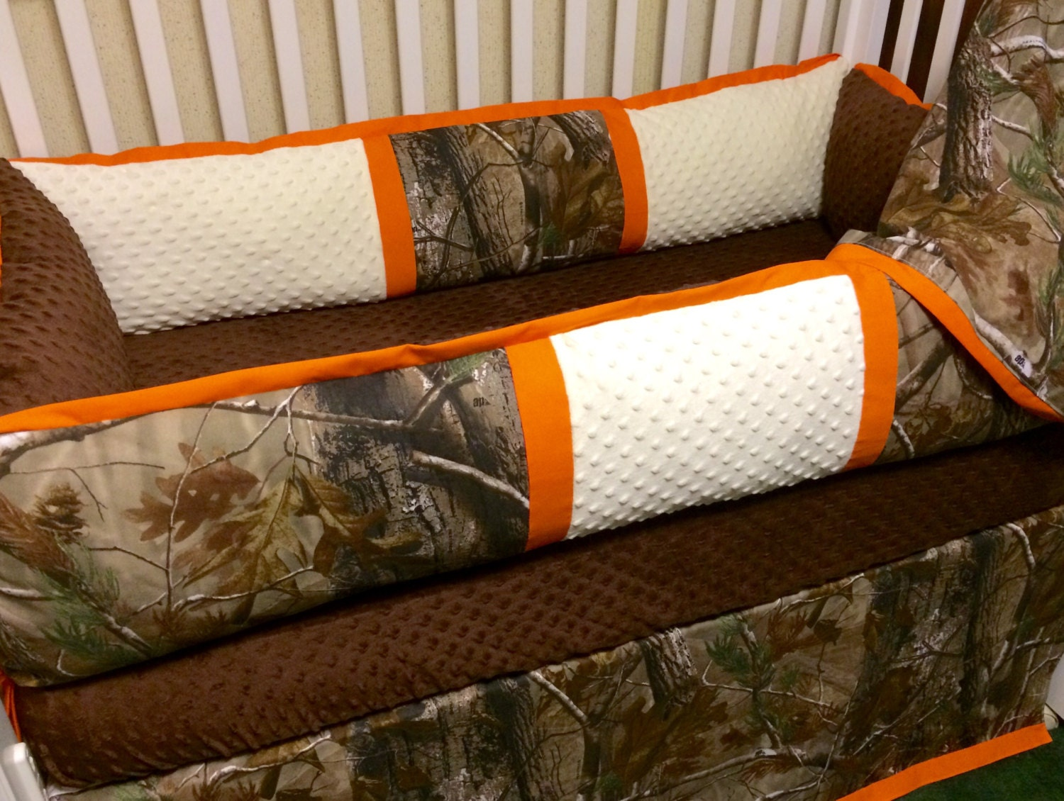 Brown and orange bedding -  Zoom