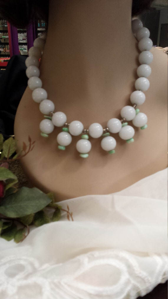 One strand beaded necklace with center drops