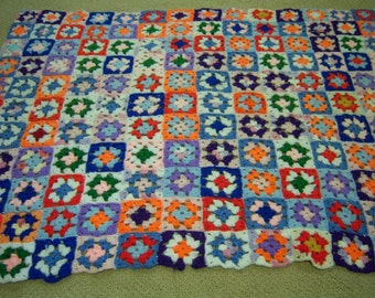 Vintage crocheted afghan/Multicolored afghan/Granny square pattern afghan/Eclectic decor