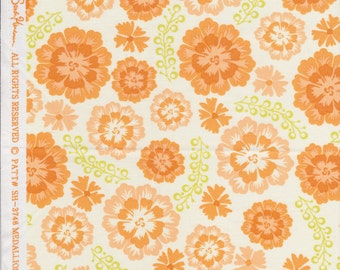 Sandi Henderson Medallion Bloom in Peach - Quilting Cotton Fabric - Fat Quarter OOP
