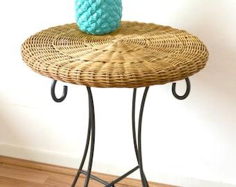 round table in Wicker/rattan/bamboo, table, bedside, desk, metal, rattan feet