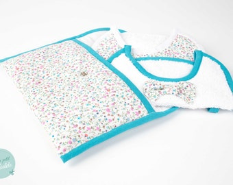 New baby gift made in France : pouch + 2 bibs (flowered turquoise pattern)
