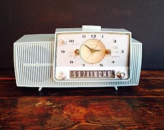 Vintage GE radio - Powers on