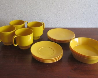 Yellow Melamine Picnic Set, Yellow Snack Set, Vintage Picnic Set, 70s Melamine Dinner Set