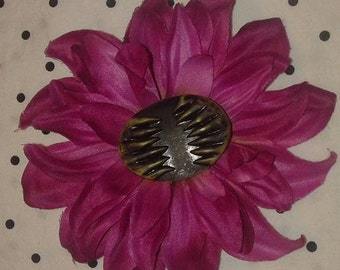 Monster Teeth Hair Flower - magenta