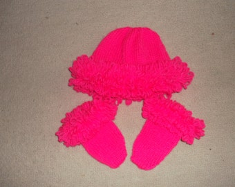 handknitted hat and mittens 0 to 3 months. Can be made to order in colour and size of your choice. Prices may vary