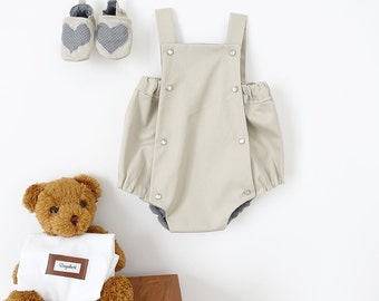 Romper Vintage pressures to size 6 months / 1 year, beige and gray