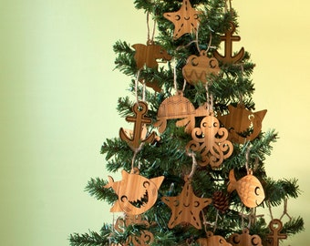 Wooden Christmas Ornaments Kids Nautical Ocean Beach Starfish Octopus Anchor Turtle Dolphin Shark Clam (Set of 2)