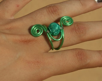MetalGreen-aluminium wire Ring with metal bead