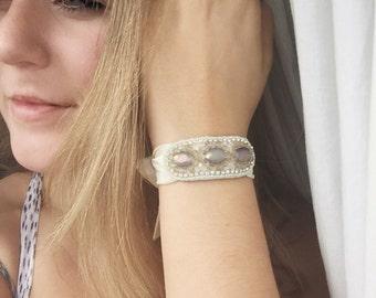 Tie Bracelet in champagne/ivory/pearl