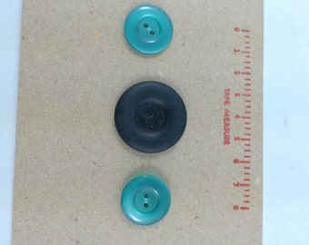 1 x Dark Green Marbled matt-finish Plastic Button (31mm diameter)
