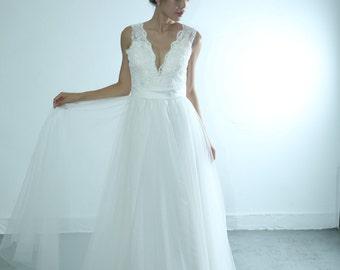 50shouse_ Bohemian deep V  lace and tulle full length wedding dress _ custom make