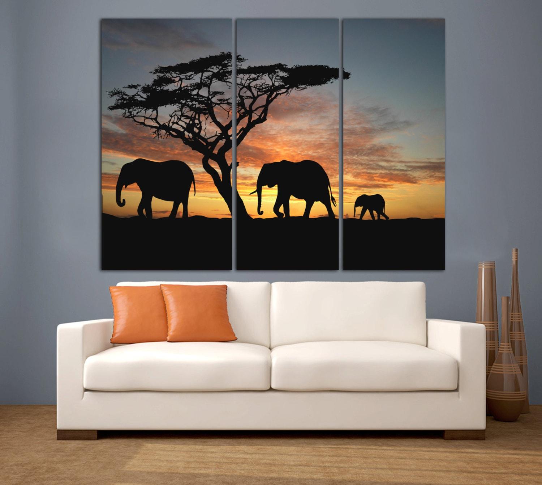 Selva africana familia elefante caminando en el desierto.