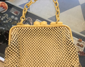 Chain link purse with bakealite handles.