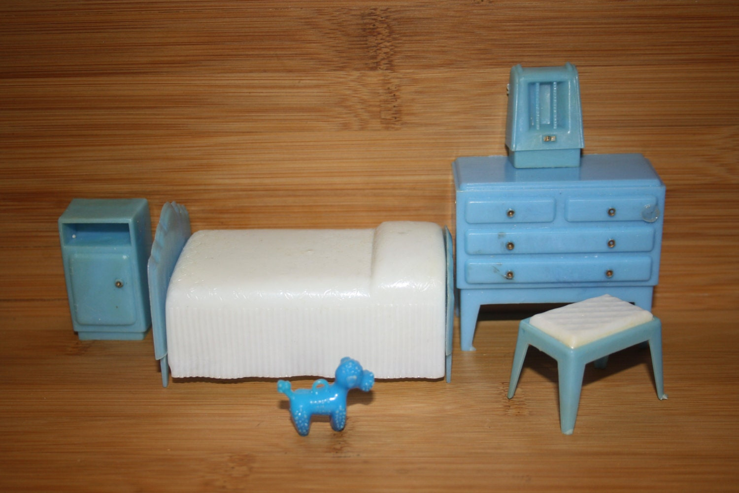 Vintage 60 s 70 s plastic dolls house furniture bedroom set bed chest of drawers radio stool Plastic bedroom furniture