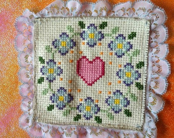 Crossstitch heart & flowers sew on patch