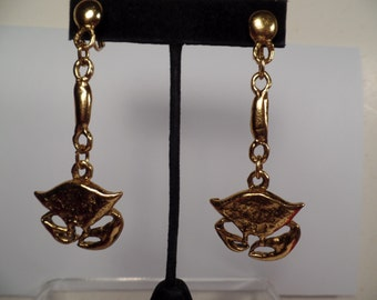 Interesting Dangle Earrings with Crab Design