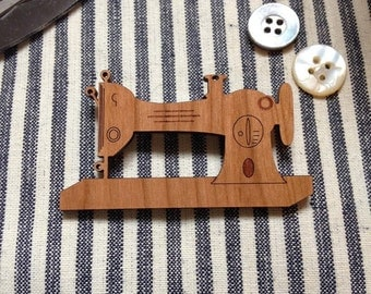 Vintage sewing machine pin brooch - cherry