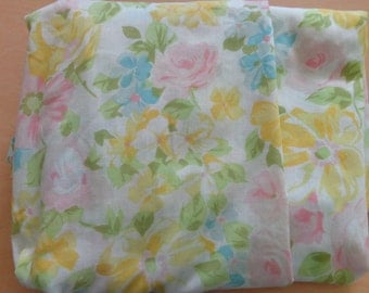 pastel flowers.vintage  fitted twin sheet.