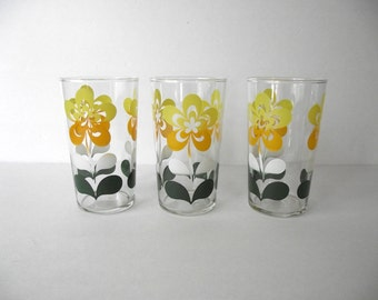 1950s Drinking Glasses Set of Three Yellow Green and White Flower Design