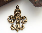 ANTIQUE BRASS Ornate Fleur De Lis Stamping ~ Jewelry Ornament Findings (FA-6095)