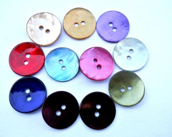 11 Shell buttons in 11 colors 15mm