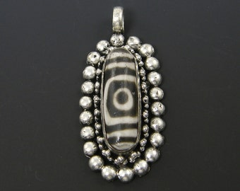 dZi Tribal Antique Silver Amulet Necklace Pendant Granuated Oval Tibetan Ethnic Focal Point |BR2-5|1