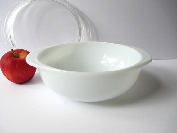 Pyrex White 1.5 Qt  Round Baking Dish with Lid - Retro Vintage