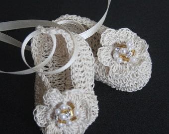 Crochet Baby Booties with Pearls and Jewels Infant Girl Crib Shoes Knit Baby Mary Janes Baptism Christening Baby Booties Reborn Doll Shoes