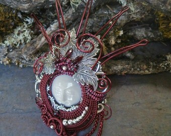 Lady in Red Queen Pin Pendant Botanical Leaves