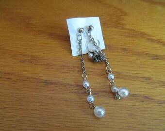2 dangle pearls