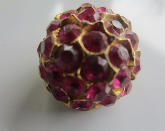 Vintage Button - 1 beautiful large domed design large, pink rhinestone embellished, antique gold finish metal (lot aug 392)