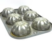 industrial farmhouse style EKCO Chicago Tart pan . Fancy primitive . rusty and great for display