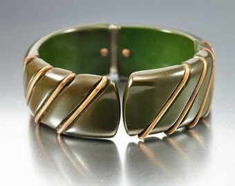 Spinach Green Bakelite Bracelet, Brass Clamper Bangle, Wide Art Deco Bracelet, Vintage 1930s Art Deco Jewelry, Bakelite Jewelry