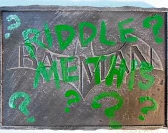 Batman relief wall plaque: Riddlers defacement