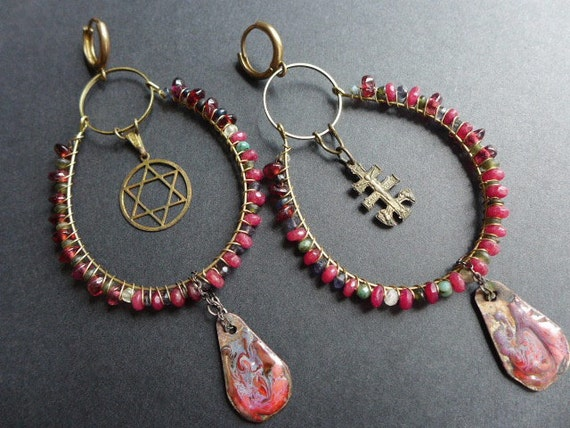 Acatalepsy.  Judeochristian earrings with gemstones in red.