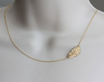 Feather Gold Charm Sideway Necklace, Modern Necklace, Dainty Necklace, Gold Feather Necklace, Women Fashion, Fashion Jewelry, Gift for Wife