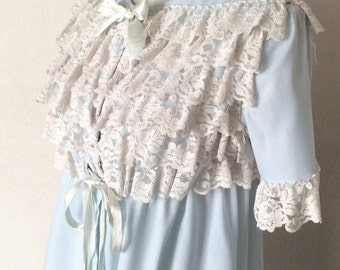 1970s Vintage Loungees Robe - Light Blue Robe with Ecru Lace -Sweet Innocent Demure - Baby Bump Photo - Lace Robe - Maternity Robe - 40 Bust