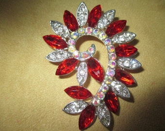 Vintage costume jewelry   /  red and clear rhinestone brooch