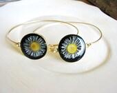 Pressed Flower Bangle Bracelet, White Daisy Stackable Bracelet, Stacking Boho Statement Bracelet, Minimalist Gift Ideas