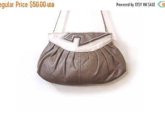BTS SALE Vintage 80s Soft Leather Taupe and Cream GEOMETRIC Patterned Envelope Shoulder Purse