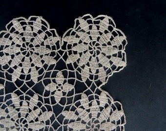 Doily Off White Vintage Ivory Square Flowers Floral Pattern